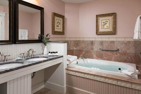 Grand Harbor Inn : Waterview Grand Suite Spa-Inspired Bathroom