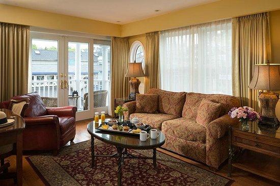 Grand Harbor Inn: Waterview Grand Suite Livingroom