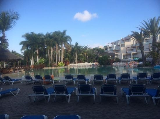 Maspalomas Princess Hotel: morning at the poolside