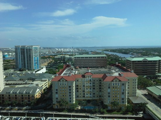 Tampa Marriott Waterside Hotel & Marina: Vue du couloir ascenseur