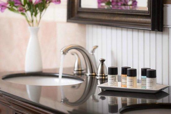 Grand Harbor Inn : Gilchrest & Soames Bathroom Amenities