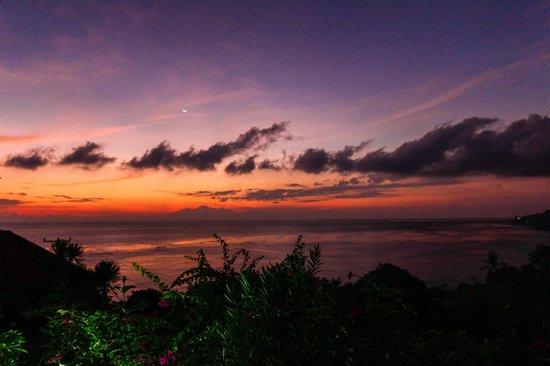 Baliku Dive Resort : just before sunrise from room terrace