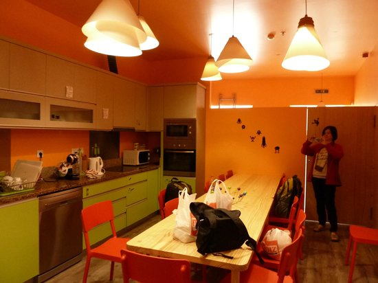 Tattva Design Hostel: Kitchen/dining