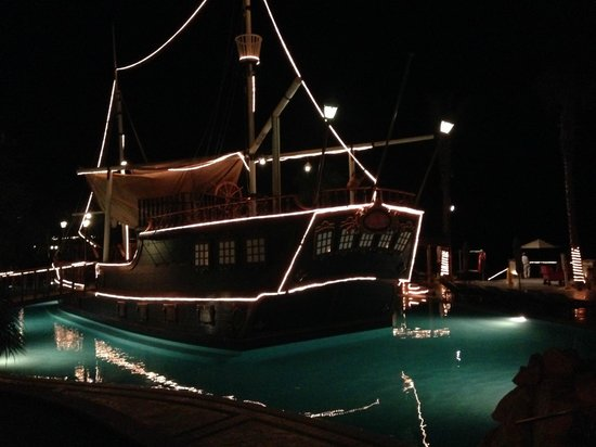 Villa del Arco Beach Resort & Spa Cabo San Lucas : Ship bar at night
