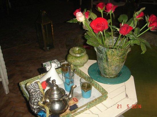 Riad Le Coq Fou : Thé de bienvenue Riad le Coq Berbere (très bons dans les 2 riads)