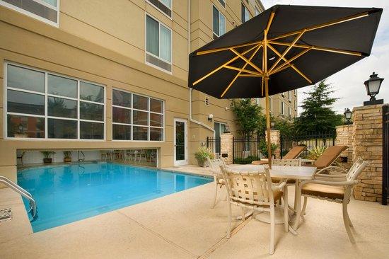Hilton Garden Inn Atlanta NW / Kennesaw Town Center : Outdoor Pool