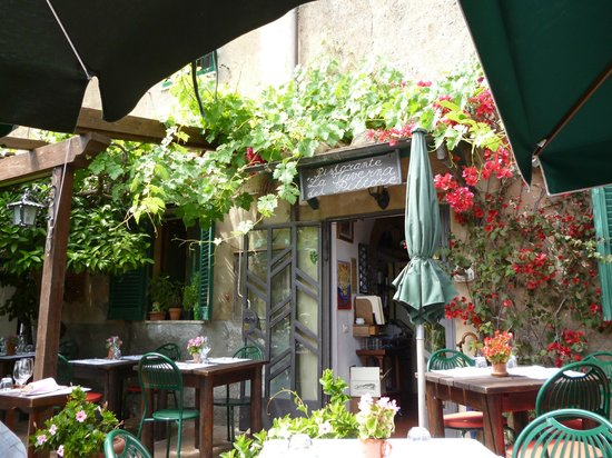 Restaurant La Taverna del Pittore : Small part of outside eating area