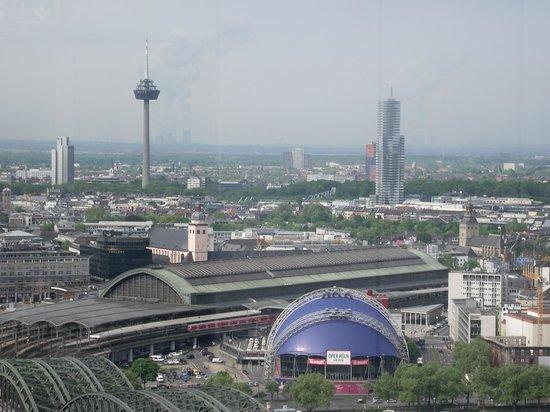 KölnTriangle: Vista da Hauptbahnhof (Estação Central) e
