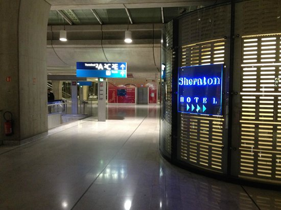 Sheraton Paris Airport Hotel & Conference Centre: steps away from the train station and elevator