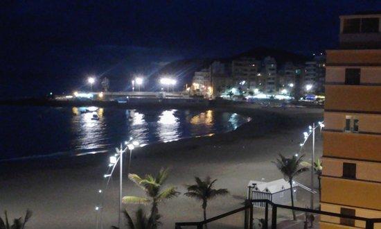 Cristina Las Palmas Hotel: View by night of Las Canteras promenade, Las Palmas
