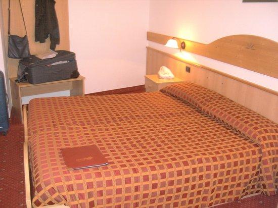 Hotel Adamello: Camera matrimoniale