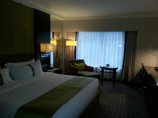 Room - a bit dark but you get the idea, Holiday Inn Singapore Orchard City Centre
