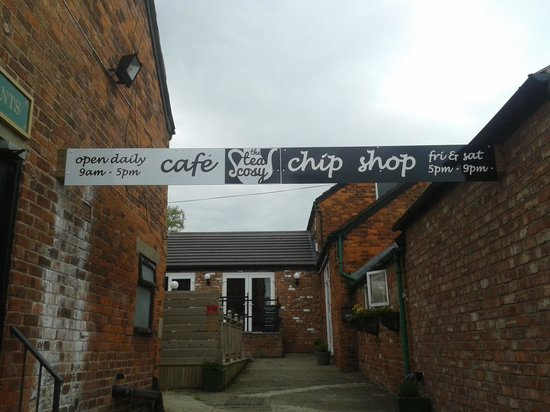 Lady Heyes Crafts and Antique Centre: Breakfasts only served till 11.30