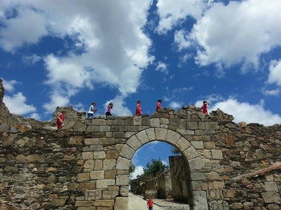 Salvatierra Rural: Castillo de la Mora Encantada