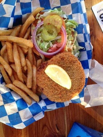 Fins Grill and Icehouse : Crabby burger - delicious!