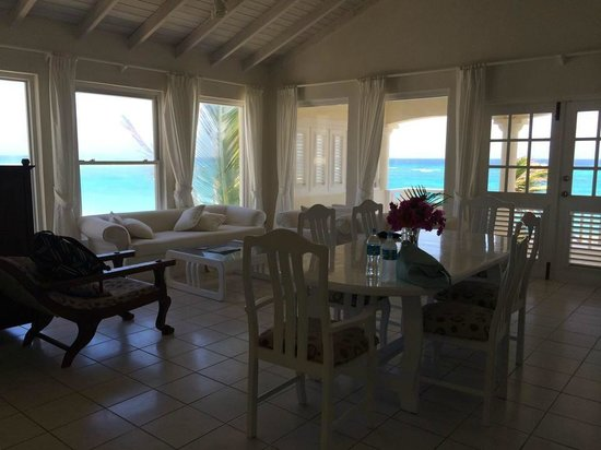 Inchcape Seaside Villas: Living room