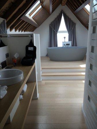 NE5T Hotel & Spa : NEST suite bathroom