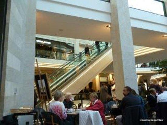 Kunstmuseum Pablo Picasso Muenster: Kaffeetrinken vor dem Museum.