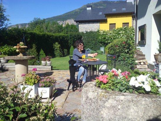 Hotel Plaza: Desayunos en el jardín