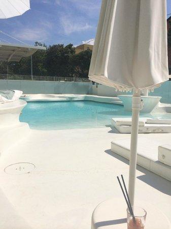 i-SUITE Design Hotel: Piscina