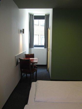 Century Hotel: Окно в номере с видом во двор