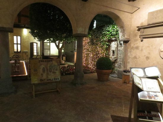 Theoria - Ristorante i Tigli in Theoria: Beautiful Entrance and Garden