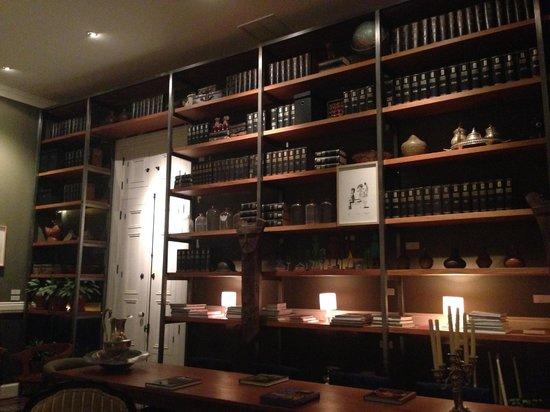 Hotel B: Dining Room Decor