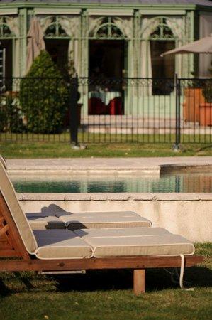 Château de Courcelles: Vue piscine