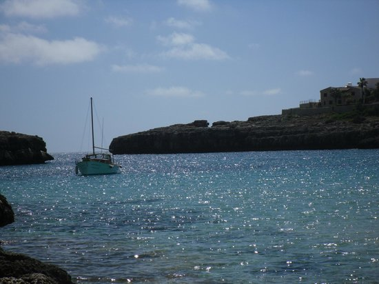 Hotel Club Cala Marsal: selbst aufgenommenes Foto vom Strand auf die Bucht Cala Marsal