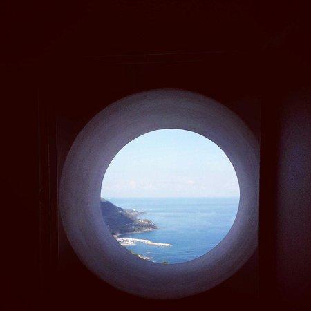 Residenza d'Epoca Tamara : La finestra di sul mare ������