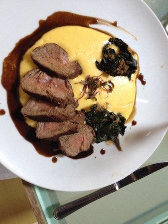 Carmen Restaurant Cartagena: Lomo a la plancha con puré robouchon y acelgas salteadas