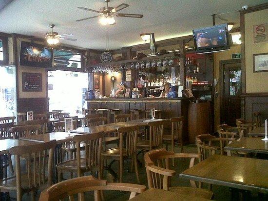 Red River Pub: Vista de la sala interna del restaurante.