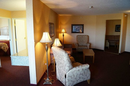 Norfolk Lodge & Suites Ascend Collection: A Suite