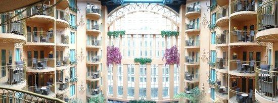 Hotel Palace Royal: Panoramic view of atrium