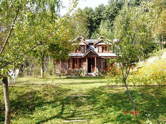 Pine Valley Resort: Front View of Pine Valley Guesthouse