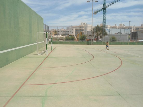 Marvell Club Hotel & Apartaments: The football pitch