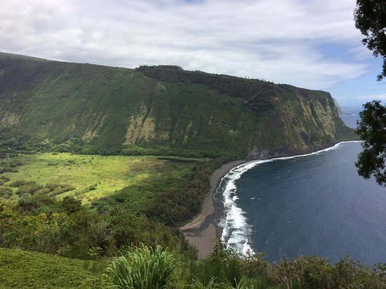 Waipi'o Valley: stunning view from Waipo Lookout