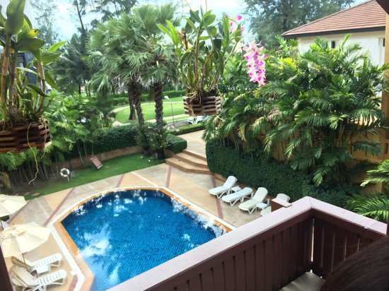 Katathani Phuket Beach Resort: View of Mountain Pool from our Superior Room balcony.