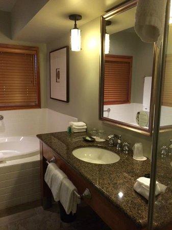 Westin Bear Mountain Victoria Golf Resort & Spa: nice bathroom