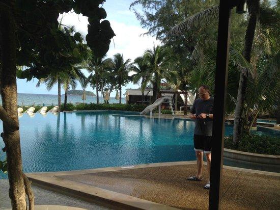 Katathani Phuket Beach Resort : View of the Beach Club pool.  Awesome slide!