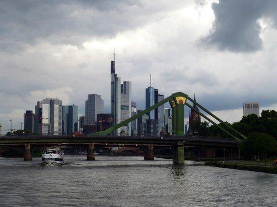 Primus-Linie: Frankfurt skyline.