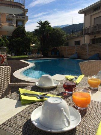 Hotel Villa Enrica : Hatten unser Frühstück an den Pool verlegt. ��