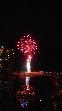 Ilikai Hotel & Luxury Suites : View of fireworks