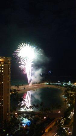 Ilikai Hotel & Luxury Suites: View of fireworks