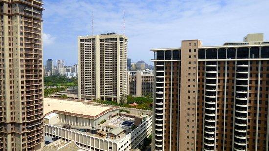 Ilikai Hotel & Luxury Suites: View over luau area & adjacent hotels