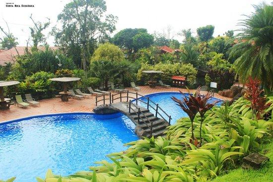 Los Lagos Hotel Spa & Resort : Piscinas frías y termales