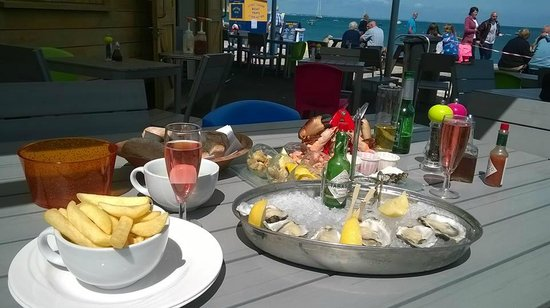 Gee whites: Seafood Platter and 6 x extra oysters with cava