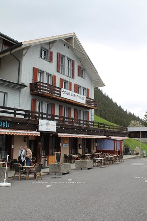 Eiger Guesthouse: view of the guesthouse from the front