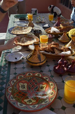 Morocco Countryside Tours: Typical breakfast.