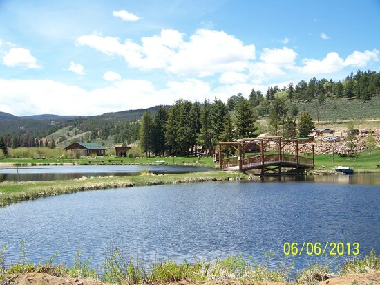 Beaver Meadows Resort Ranch: beautiful grounds